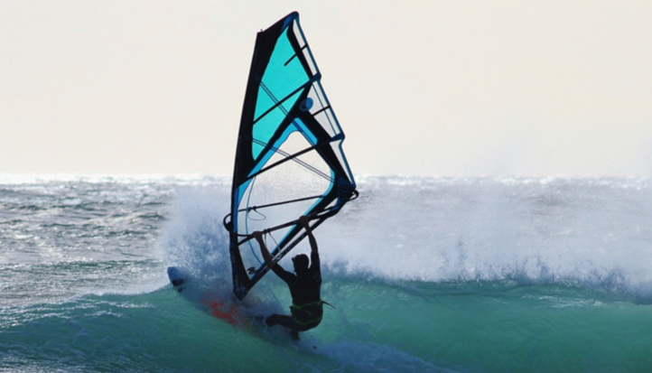atividades com vento e ondas no algarve